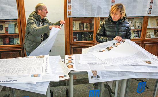 Порошенко прибыл на Донбасс, а Дарт Вейдер снял маску: Украина выбирает новую Раду