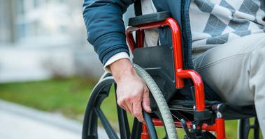 Омич сам заплатил за инвалидную коляску, которую хотел продать