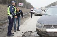 Лишенным прав водителям придется пересдавать экзамен в ГИБДД
