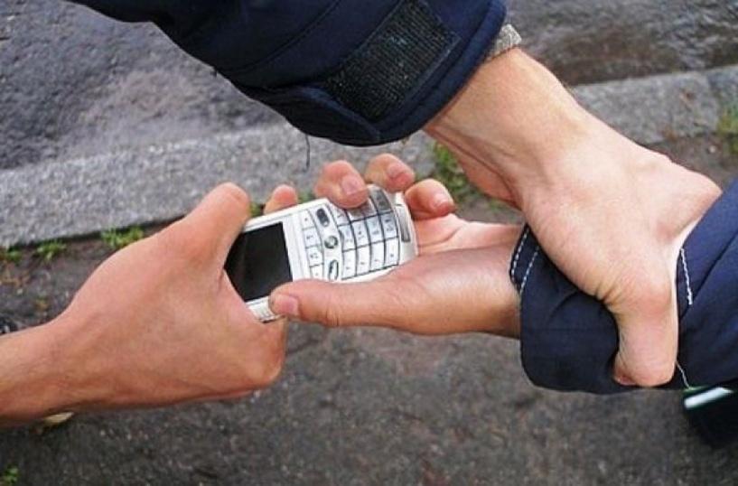 В Омске бывший зэк отобрал у 10-летнего ребенка сотовый телефон