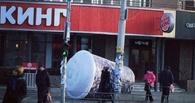 Омский предприниматель получил условный срок за падение на женщину стакана Burger King