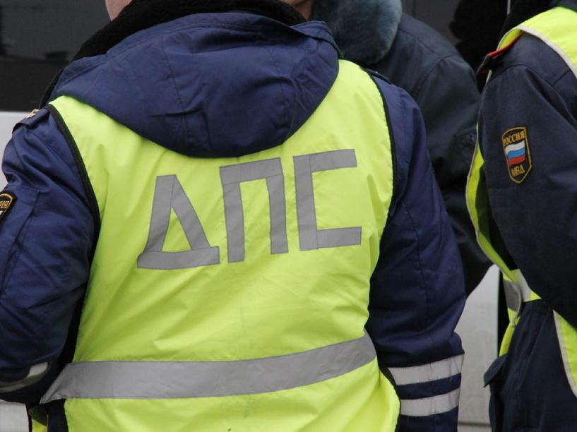 Пьяный омич «забаррикадировался» в машине от инспекторов ДПС