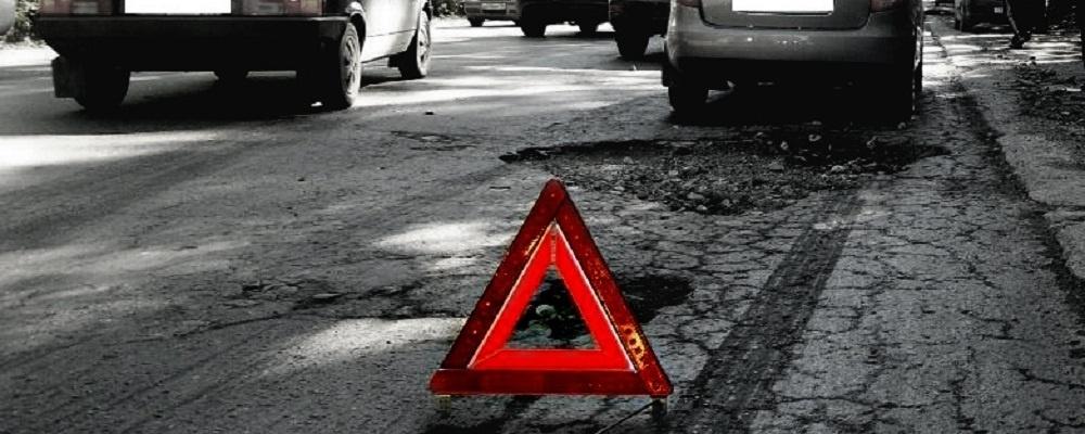«Погоди, гаишников проеду»: учимся правильно водить машину, набивая SMS