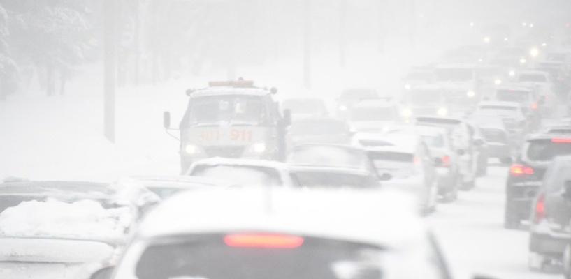 Снежная буря парализовала Омск: пробки с самого утра