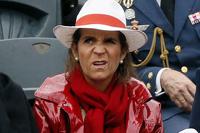 Дочь испанского короля оштрафовали за вождение трактора без документов
