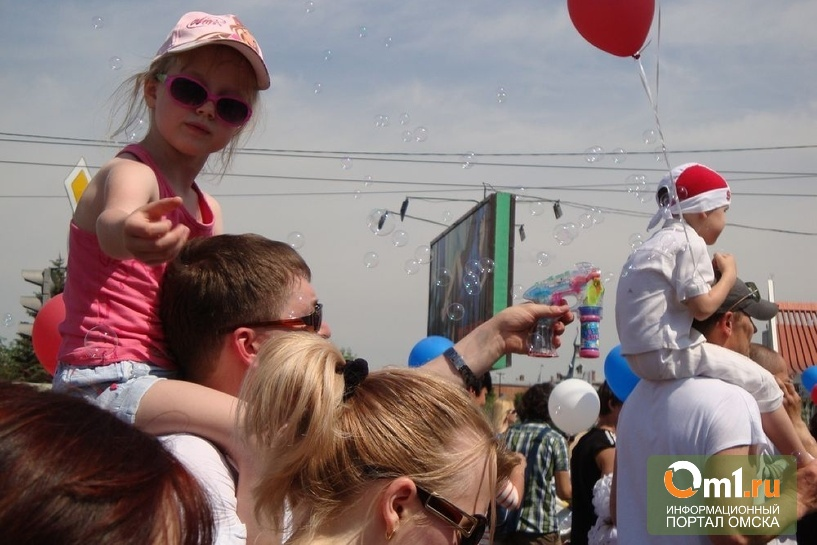 В День защиты детей омичи вновь запустят в небо тысячи мыльных пузырей