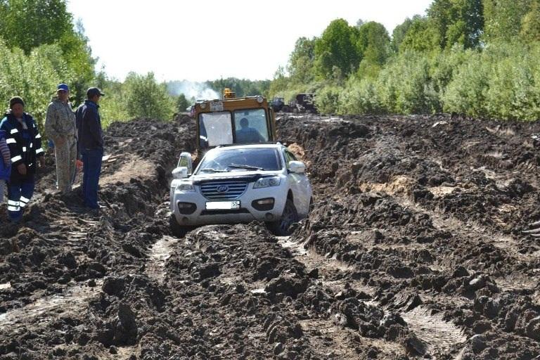 По дорогам на севере Омской области не могут проехать даже внедорожники (фото)