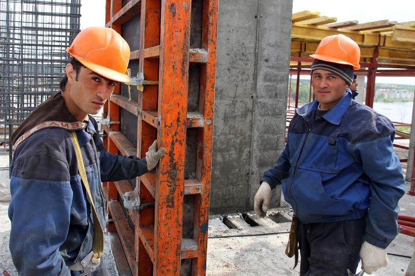 Минтруд ограничит долю мигрантов, задействованных в строительстве