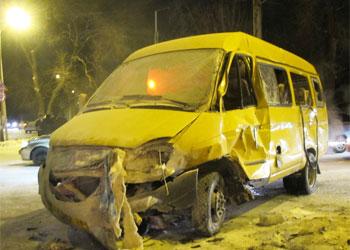 В Омске на Химиков водитель KIA Sportage въехал в маршрутку № 29