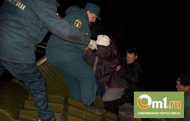 В поселке Затон Омской области началась эвакуация людей