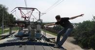 14-летнего «зацепера» из Омска ударило током на крыше электрички