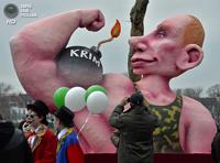 Мускулистый Путин и голая Меркель: на карнавале в Германии прокатили политиков