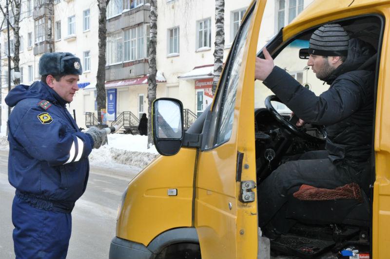 В Омске водитель «Газели» возил пассажиров без прав