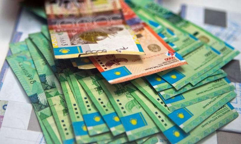 Валютная паника, закрытые обменники и магазины: в Казахстане рухнул курс тенге