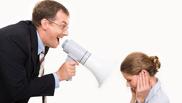Больше половины омичей ругаются со своим начальником