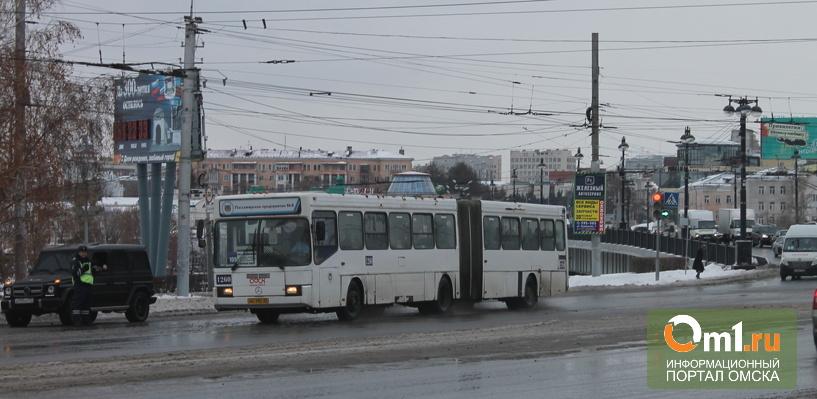 В Омске для автобусов на двух маршрутах установили тариф в 23 рубля