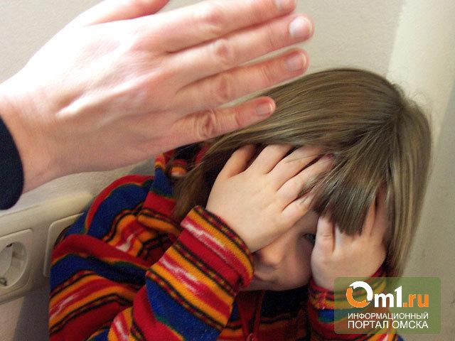 За избиение дочерей в Омской области на отца завели уголовное дело
