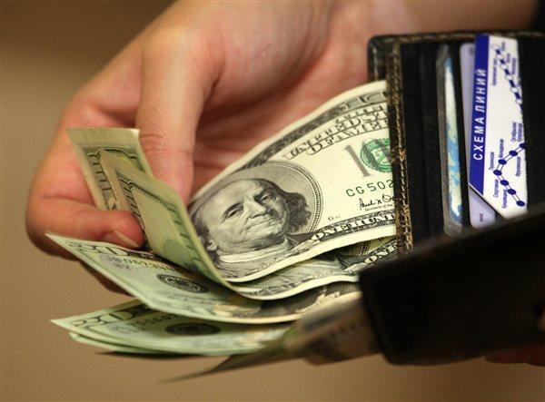 Омичи предпочитают зарплату в долларах и евро