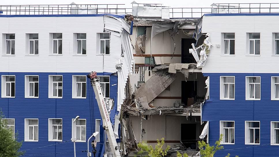 Названа причина обрушения здания казармы ВДВ вОмске