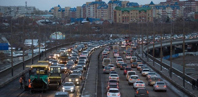 Пробки в Омске: ДТП на улице 10 лет Октября и затор на улице Фрунзе