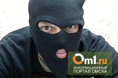 В Омске за два часа неизвестные в масках ограбили два магазина