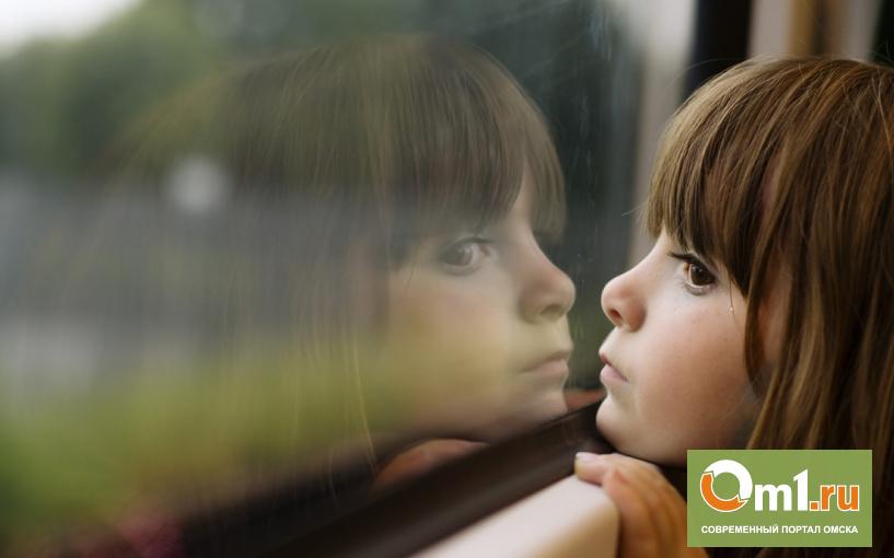 В Омске выпавшую из окна девочку спас полицейский