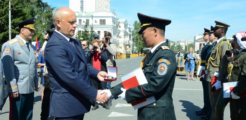 12 июня на соборной площади в омске студентам автобронетанкового инженерного института вручат дипломы