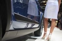 Попки, ножки и немного машин: самые яркие модели Женевского автосалона