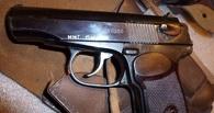 Омич продал неизвестному на пригородном вокзале пистолет Макарова