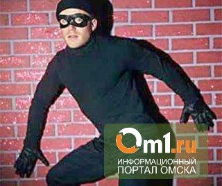 В Омске преступники пытались вырвать банкомат из банка