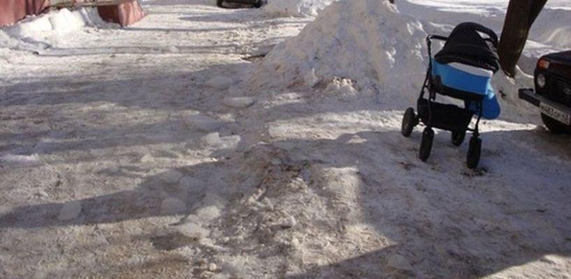 За снег, упавший на годовалого ребенка в Омске, ответит председатель ТСЖ
