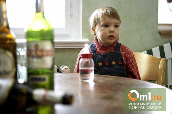 В Омске отец чуть не убил трехлетнюю дочь за мат