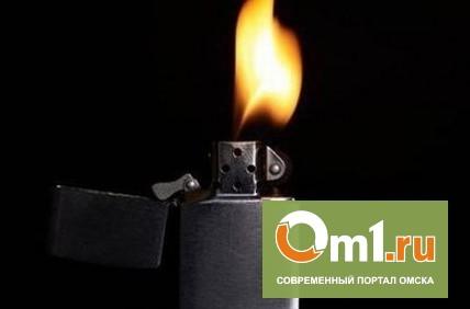 В Омской области парень облил магазин спиртом и поджег