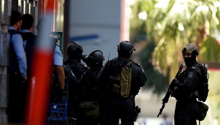 В Сиднее исламский террорист держит в заложниках около 40 человек