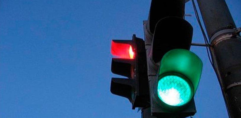 В Омске изменится схема работы светофора на площади Серова