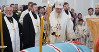 Тысячи омичей пришли отслужить литию по епископу на покое Феодосию