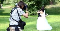 В Омске фотограф украл на свадьбе деньги