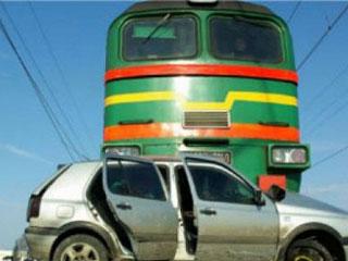 В Омске на ж/д переезде в Магистральном тепловоз сбил «восьмерку»
