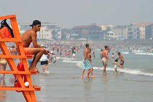 На омских пляжах спасателям раздадут служебные лодки и мобильники