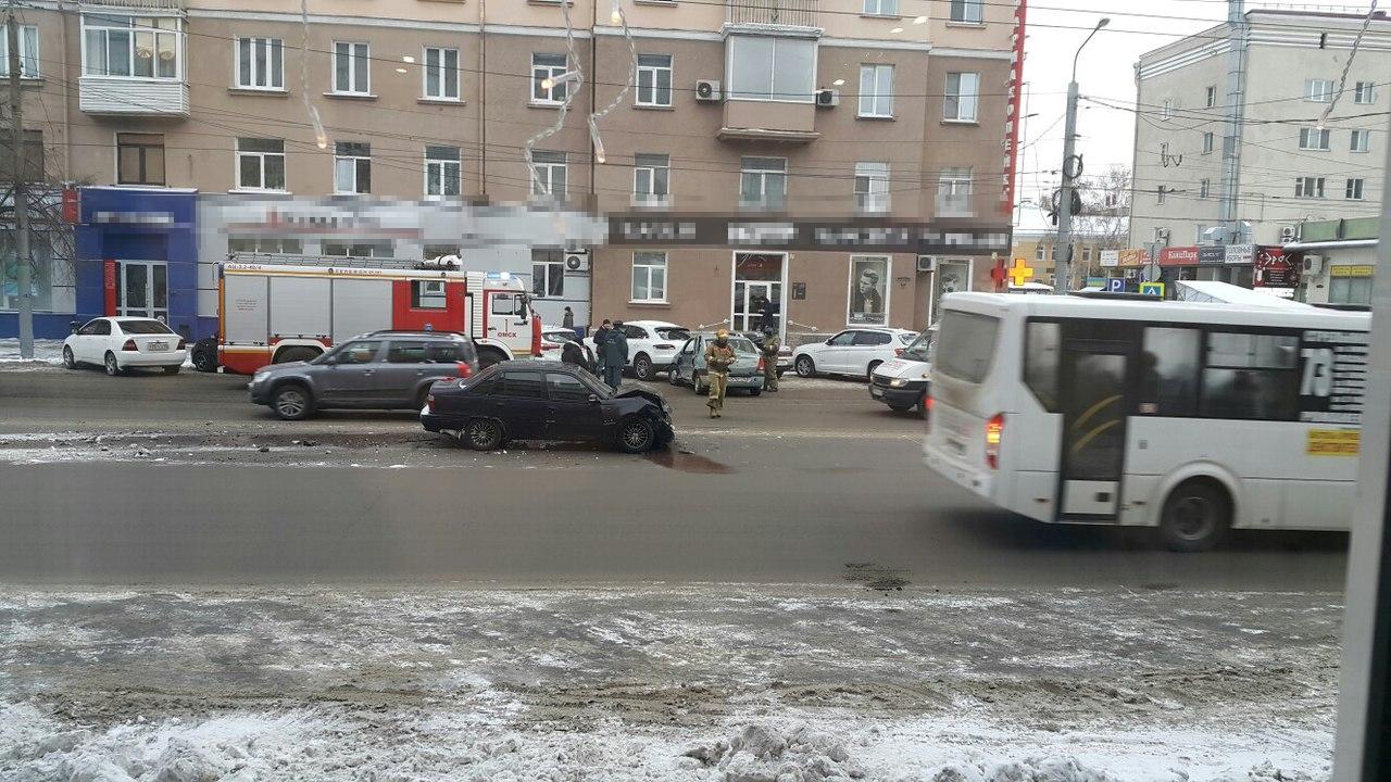 ВОмске 3 иномарки столкнулись вцентре города