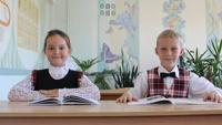Онищенко проверит, как школы внедряют школьную форму