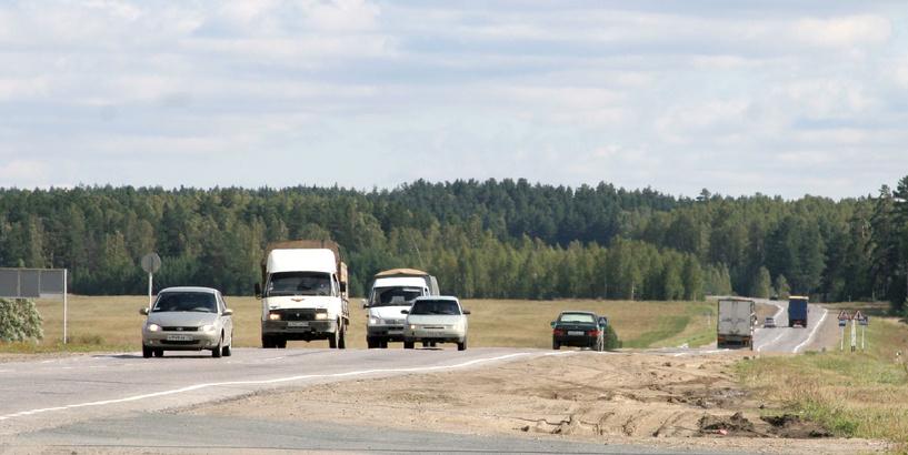 На «трассе смерти» легковушка на полном ходу влетела в фуру: водитель погиб на месте