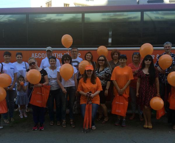 Абсолют Банк провел тур «Оранжевый автобус» по омским новостройкам