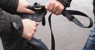 В Омске двое подростков поймали грабителя