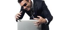 Из-за нехватки зарплаты омич украл у своего коллеги ноутбук