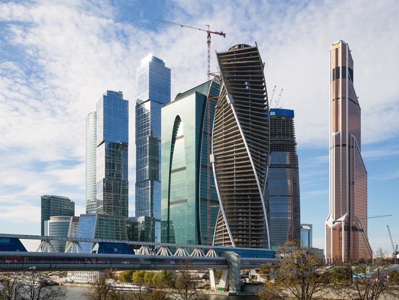 Еще одно смертельное селфи: в Москве девушка упала с моста, когда фотографировалась