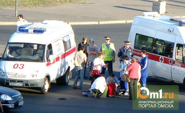 В Омске водитель сбил женщину с ребенком на велосипеде и скрылся