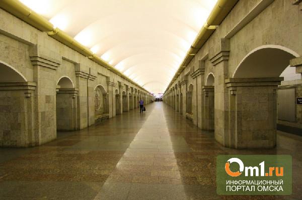 На омичку обрушилась плитка в питерском метро