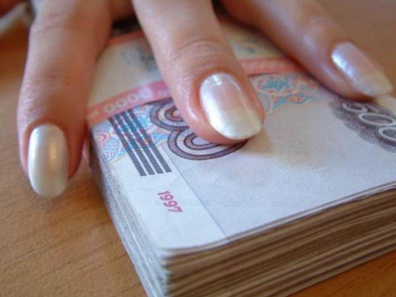 Две омички сняли порчу с пенсионерки за 750 рублей и золотые украшения