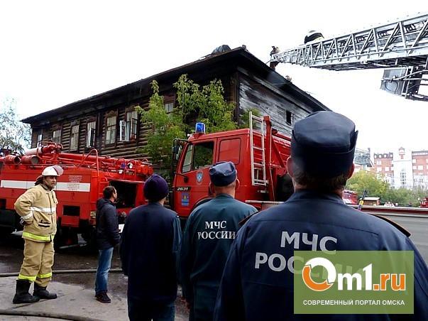 Жители горевшего в центре Омска барака готовы «лечь под дверь» Двораковского